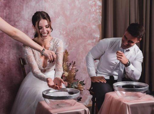 esküvői szertartás rózsás kézfürdővel