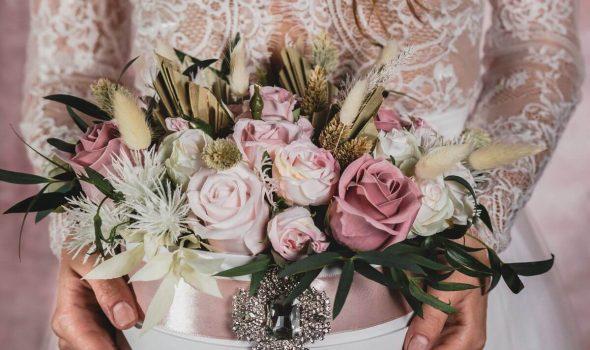 esküvői virágcsokor rózsavilág